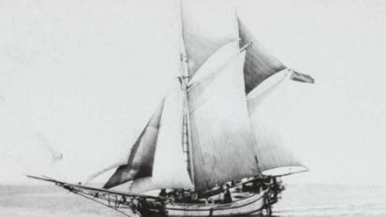 Mengenal Makna Ilahiah Dua Tiang Tujuh Layar Perahu Phinisi