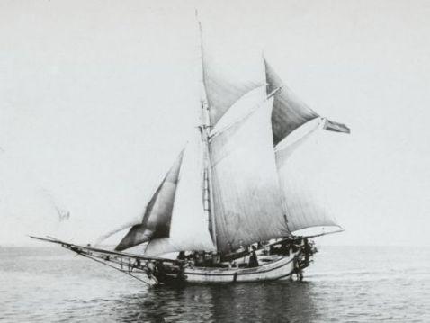 Mengenal Makna Ilahiah Dua Tiang Tujuh Layar Perahu Phinisi Bulukumba