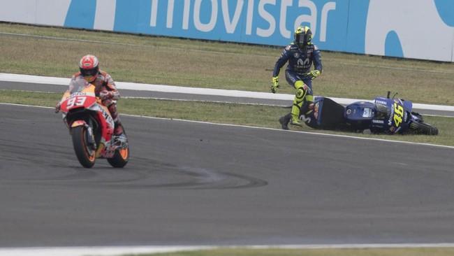 Rossi terjatuh