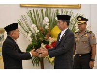 Wakil Presiden Jusuf Kalla (Kiri) bersama Presiden Joko Widodo (Kanan)
