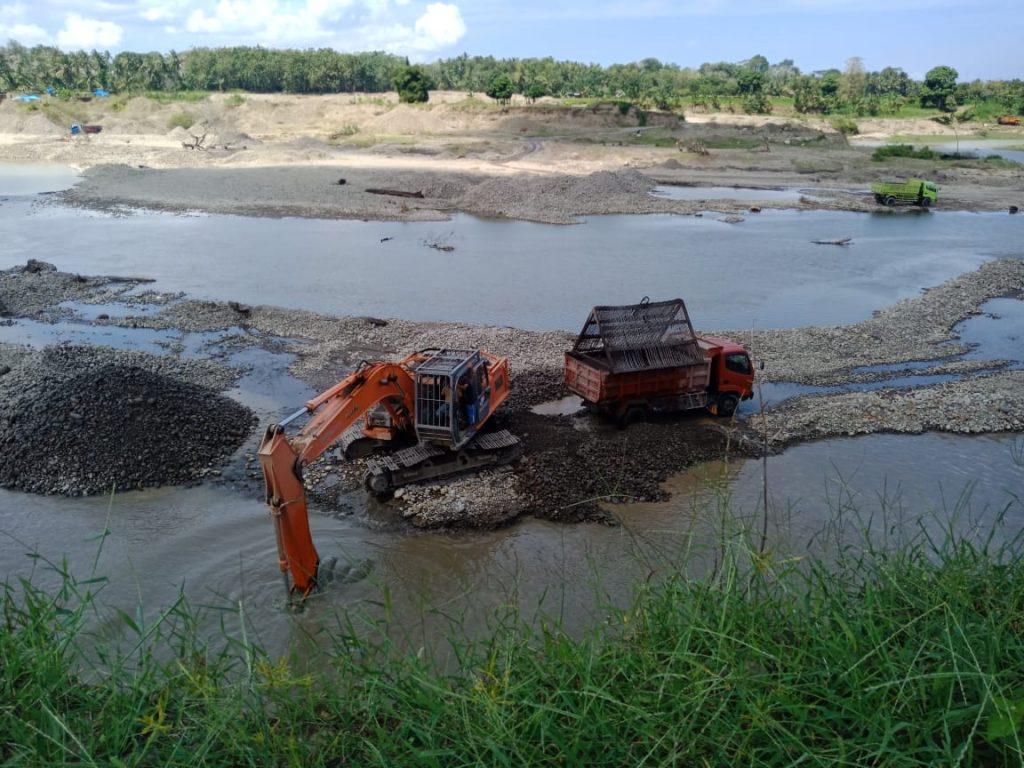 kegiatan tambang dekat bendungan sungai Balantieng