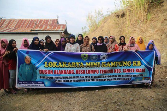 Hasnah Syam Buka Lokakarya Mini Kampung KB di Barru