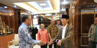 Hamka Haq bersilaturahmi dengan Gubernur Sulawesi Selatan Prof. Nurdin Abdullah (NA)