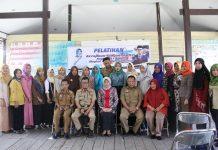 Ketua Dekranasda Barru Buka Pelatihan Kerajinan Tangan di Baruga Bola Pitue, Padongko, Senin (15/10/18).