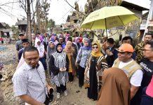 Ketua PKK Sulsel Liestiaty F Nurdin Serahkan Bantuan Korban Kebakaran Kelurahan Untia