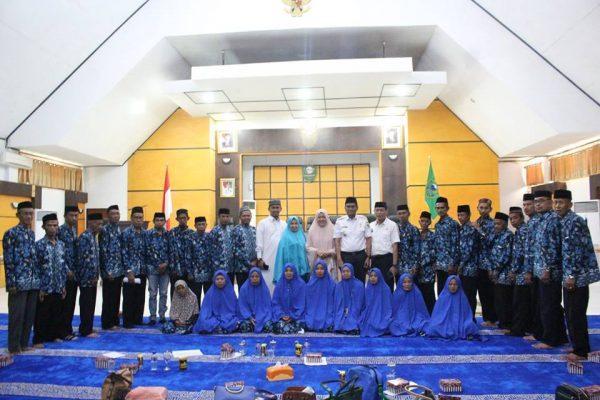 Pemkab Barru Berangkatkan 30 Jamaah Umrah Gratis
