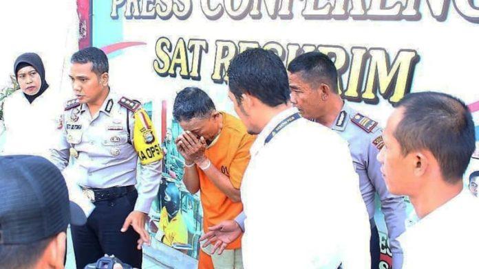 Kakek Pedofil di Goa, Sulawesi Selatan, ditangkap. (Foto: Instagram/@silitongashinto)