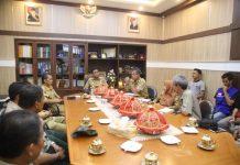 Tim Relawan II dan III Laporkan Kondisi Palu kepada Bupati Barru, Suardi Saleh, Senin (15/10/2018).