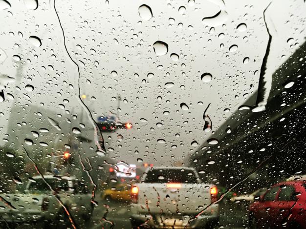 Berkendara di Musim Hujan