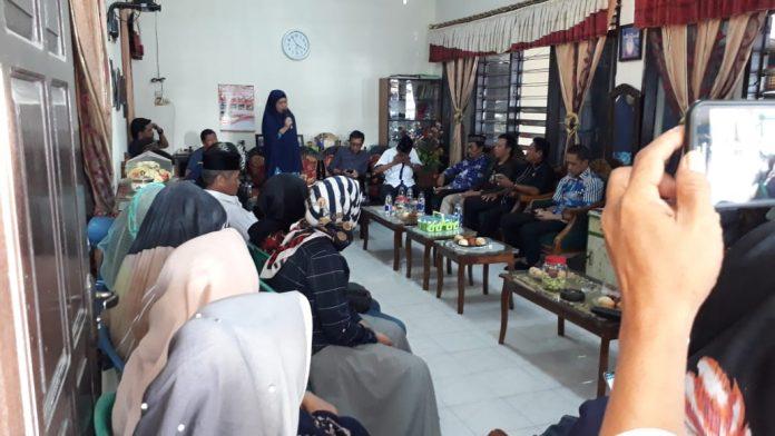 Caleg DPR RI Partai NasDem Dapil Sulsel 2, drg Hj Hasnah Syam MARS bertandang ke Sekretariat Partai NasDem Bulukumba, Sabtu (3/11/2018).