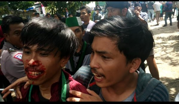 Aksi Himpunan Mahasiswa Islam (HMI) Cabang Bone di Kantor PDAM Kab. Bone