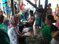 Dokter Dinkes Barru kunjungi korban banjir
