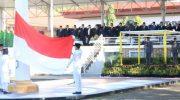 Gubernur Sulsel, Nurdin Abdullah bertindak selaku inspektur upacara pada Hari Bakti PUPR Ke-73 di Taman PAKUI Sayang, Jl. AP. Pettarani Makassar, Senin (03/12).