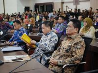 Bupari Barru, Ir. H. Suardi Saleh saat menghadiri rapat koordinasi penaggulangan bercana di Kantor Gubernur Sulawesi Selatan, Minggu (27/1/2019).