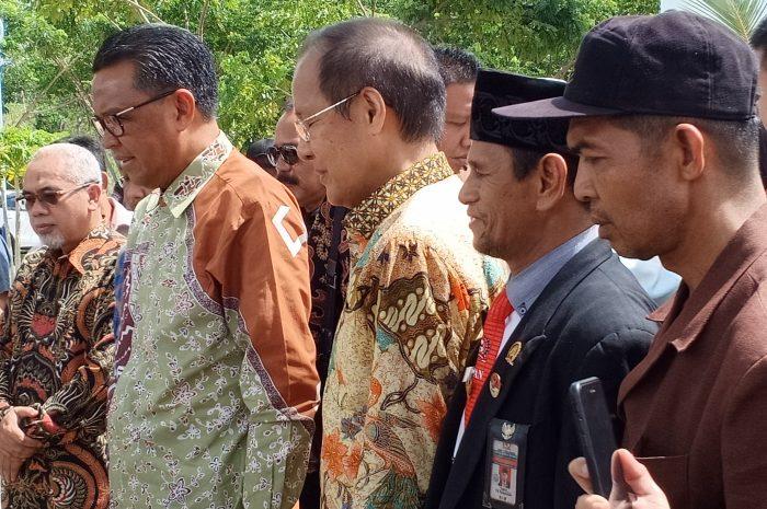 Gubernur Sulsel HM Nurdin Abdullah saat meresmikan PT. Huandi Nickel Alloy Indonesia atau Smelter, Kabupaten Bantaeng. (Panrita News/ Abdul Latif).