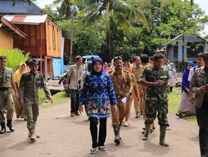 Hasnah Syam Sambangi Korban Angin Puting Beliung, Senin (28/1/2019).