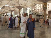 H Abdul Azis Bersama Ketua Fraksi PKS DPR RI di Mekkah saat menjalankan Ibadah Umrah.