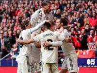 Skuat Real Madrid merayakan gol ke gawang Atletico Madrid. © AP