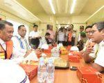 HM Nurdin Abdullah mendampingi Menteri Perhubungan Republik Indonesia, Budi Karya Sumadi meninjau proyek kereta api Makassar-Parepare di Kabupaten Barru, Rabu (20/3).