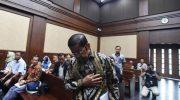Terdakwa kasus dugaan suap proyek PLTU Riau-1 Idrus Marham bersiap untuk menjalani sidang putusan di Pengadilan Tipikor, Jakarta, Selasa (16/4/2019).