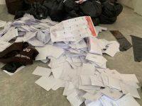 Puluhan kantong plastik berisi surat suara yang diduga sudah tercoblos di malaysia