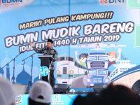 Wakil Gubernur Sulawesi Selatan Andi Sudirman Sulaiman melepas ribuan peserta mudik gratis pada kegiatan Mudik Bersama BUMN di Pelataran Phinisi Point, Jumat (31/5/2019).