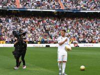 Klub raksasa LaLiga Spanyol, Real Madrid baru saja memperkenalkan Eden Hazard secara resmi kepada para pendukung setianya di Santiago Bernabeu