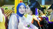 Siti Hamsinah Khairatunnisa, dan Ibundanya, Aliyah Mustika Ilham.