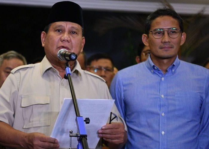 Calon Presiden dan Wakil Presiden nomor urut 02 Prabowo Subianto dan Sandiaga Uno memberikan keterangan pers terkait putusan MK tentang perselisihan hasil pemilihan umum (PHPU) Pilpres 2019 di Jakarta, Kamis (27/6/2019). (Foto: Antara/Sigid Kurniawan/aww)