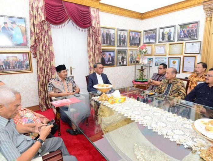 Gubernur Sulsel Nurdin Abdullah paparkan pembangunan infrastruktur bersama para tokoh Luwu Raya.