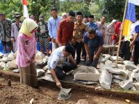 Peletakan Batu Pertama pembangunan masjid panrewata Dusun Bujung Lompo Desa Lasitae Kec. Tanete Rilau, Kamis (20/6/2019).