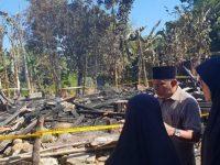 Hasnah Syam mengunjungi lokasi kebakaran di Dusun Ajakkang Desa Ajakkang
