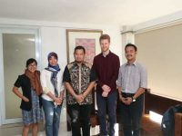 Walhi Sulsel bersama tim peneliti Bothends dari Belanda Temui Wali Kota Makassar Dr M Iqbal S Suhaeb di Rumah Jabatan, Jumat (14/6/2019).