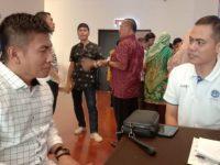 Kepala Dinas Pariwisata Bantaeng (baju kotak-kotak putih) di sela-sela pelaksanaan kegiatan Pelatihan Tata Kelola Pariwisata di Hotel Grand Imawan, Makassar, Minggu (16/6/2019).