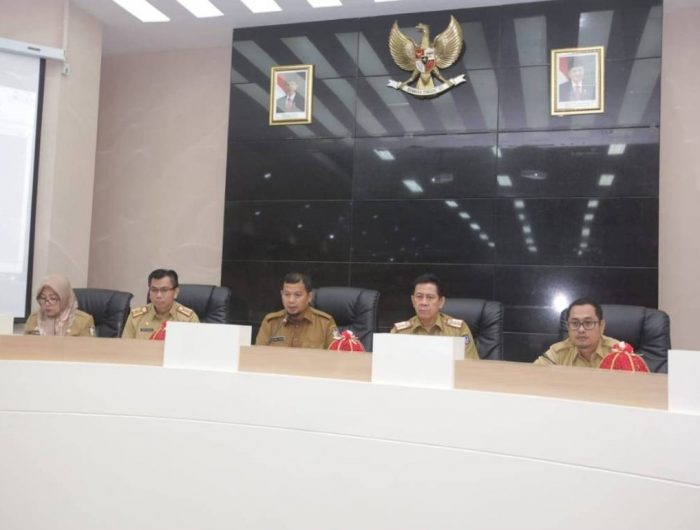Rapat Hasil pemeriksaan akhir masa jabatan wali kota dan wakil wali kota periode 2014-2019 terhadap capaian RPJMD kota Makassar di Ruang Sipakatau, Selasa (18/6).
