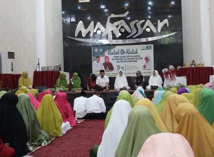 Halal Bihalal Forum Pecinta AL-Quran, PW Muslimat NU Sulsel dan PKK Kota Makassar, di Baruga Anging Mamiri, Rabu (19/06/19).
