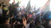 Ratusan massa yang tergabung dalam Koalisi Rakyat Nelayan (Koran) unjukrasa di depan Kantor DPRD Provinsi Sulsel, Kamis (20/06/2019).