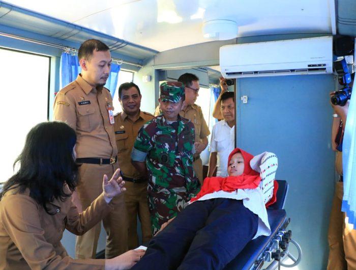 Kepala Dinas PPKB Kota Makassar, H Andi Zulkifly Nanda bersama kasdim 1408/BS letkol Arh. Muh. Suaib yang juga Ketua IBI Kota Makassar menghadiri pencanangan Pelayanan KB Kesehatan TNI Manunggal KB Kesehatan di Wilayah KODIM 1408/BS, Makassar, Senin (24/6/19)