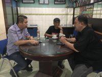 Ketua Umum Asosiasi Advokat Indonesia (AAI) Pusat Muhammad Ismak berbincang bersama dr. Onasis.