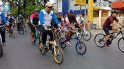 Pj Wali Kota Makassar Dr M Iqbal S Suhaeb didampingi Sekda Kota Makassar M Ansar bersepada santai bersama warga Makassar di peringatan Hari Keluarga Nasional (Harganas) XXVI Tingkat Provinsi Sulsel yang dipusatkan di Lapangan Karebosi Makassar, Minggu (30/06/19).