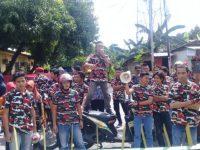Puluhan kader Laskar Merah Putih Indonesia (LMPI) Kabupaten Bulukumba menggelar aksi terkait dugaan pemberhentian sepihak beberapa penerima manfaat Program PKH di Kabupaten Bulukumba di depan DPRD Bulukumba dan Dinas Sosial.