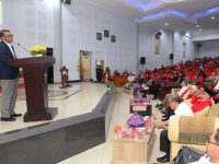Nurdin Abdullah menyampaikan sambutannya di acara peluncuran program KKN Profesi Universitas Hasanuddin