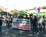 Koalisi Perjuangan Rakyat (KOPRA) menggelar aksi di depan kantor DPRD dan Gubernur Provinsi Sulawesi Selatan, Senin (24/6/2019).