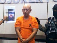 Tersangka penipuan, Eko Tugas Saputro saat jumpa pers di Mapolres Mojokerto, Jalan Gajah Mada, Mojosari, Jumat (28/6/2019).