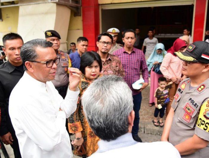 Nurdin Abdullah usai mengelilingi tiga pasar di Kota Makassar, Senin (3/6).