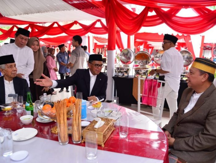 Nurdin Abdullah usai menerima ribuan tamu pada acara open house, di Rujab Gubernur, Jalan Jendral Sudirman Makassar, Rabu (5/6).