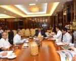 Nurdin Abdullah rapat bersama tim Balai Besar Pelaksana Jalan Nasional (BBPJN) XIII Makassar di ruang kerja Gubernur.