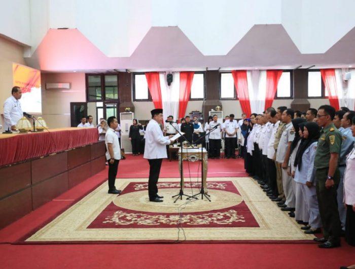 Sekretaris Daerah Provinsi Sulawesi Selatan, Abdul Hayat Gani, melantik dan mengambil sumpah/janji jabatan 74 pejabat fungsional