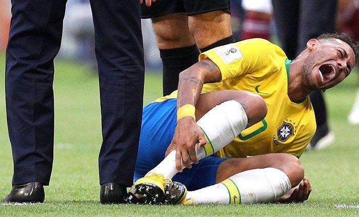 Pemain Timnas Brasil, Neymar dipastikan absen di ajang Copa America 2019 usai mengalami cedera serius dalam laga persahabatan melawan Qatar, Kamis (06/06/19).