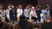 Sejumlah saksi dari pihak pemohon kembali ke ruangang saksi setelah diambil sumpahnya saat sidang Perselisihan Hasil Pemilihan Umum (PHPU) presiden dan wakil presiden di Gedung Mahkamah Konstitusi, Jakarta, Rabu (19/6/2019). (Foto: Antara)